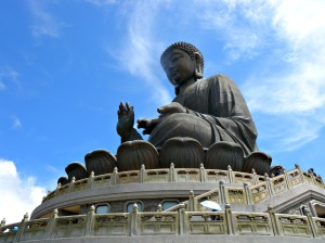 Clear sky on the Tian Tan Buddha.